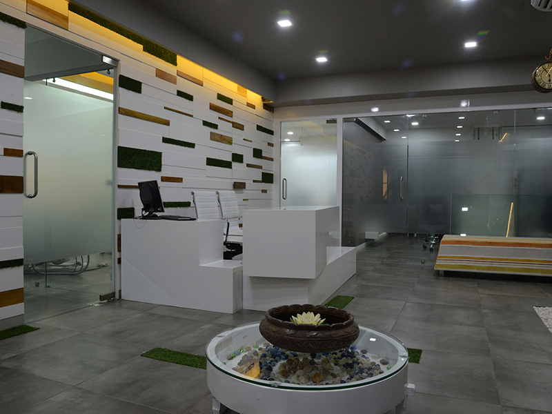 Crown tooth dental clinic in Vadodara